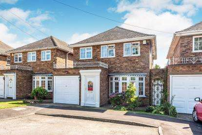 4 Bedrooms Detached House for sale in Upminster, Havering, Essex