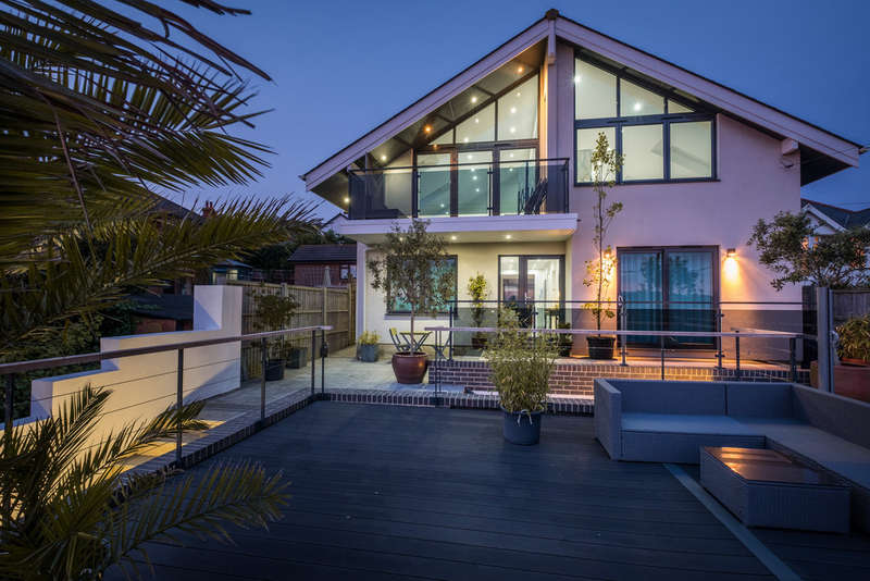 4 Bedrooms Detached House for sale in Gurnard, Isle Of Wight