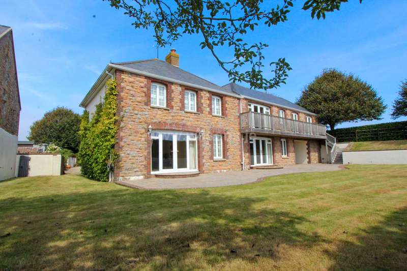 5 Bedrooms Detached House for sale in Trinity