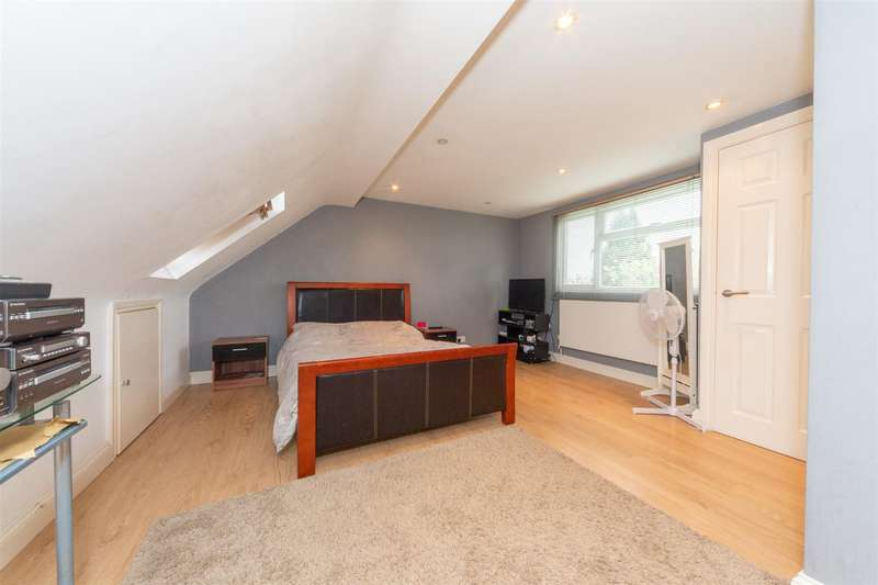 3 Bedrooms Semi Detached House for sale in Ashcroft, Dunstable, Bedfordshire