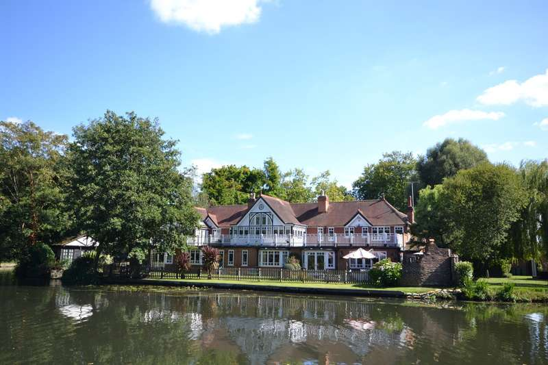7 Bedrooms House for sale in Wey Road, Weybridge, KT13