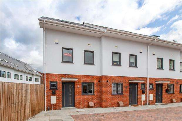 3 Bedrooms End Of Terrace House for sale in High Street, Chalvey, Slough