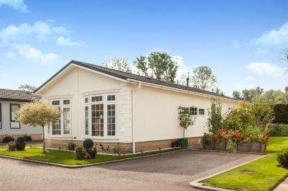 2 Bedrooms Mobile Home for sale in Ely Road, Cambridge, Cambridgeshire