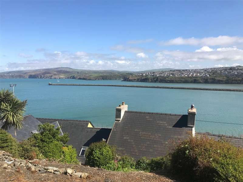 3 Bedrooms End Of Terrace House for sale in Quay Road, Goodwick, Pembrokeshire