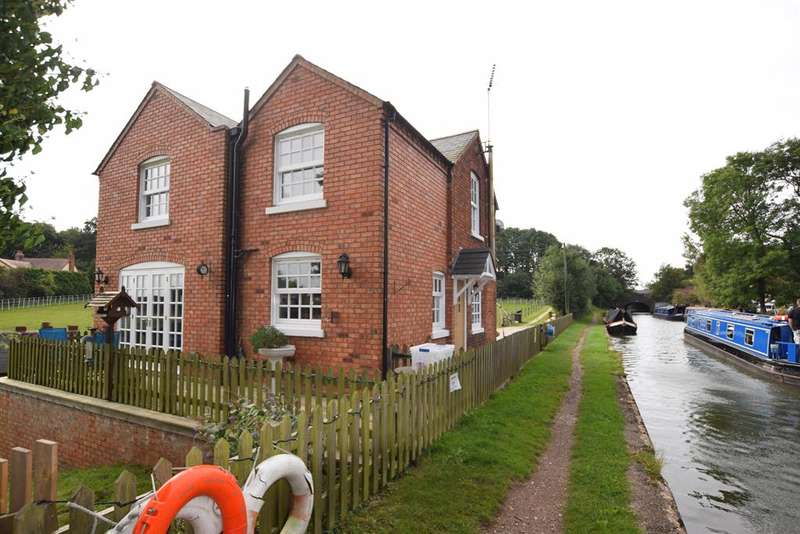 4 Bedrooms Detached House for sale in Barston Lane, Solihull, B91 2SX