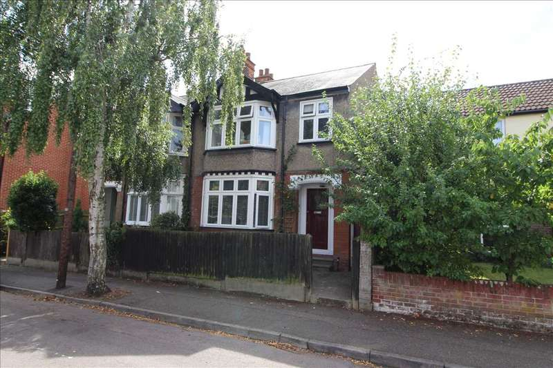3 Bedrooms Semi Detached House for sale in Ireton Road, Colchester