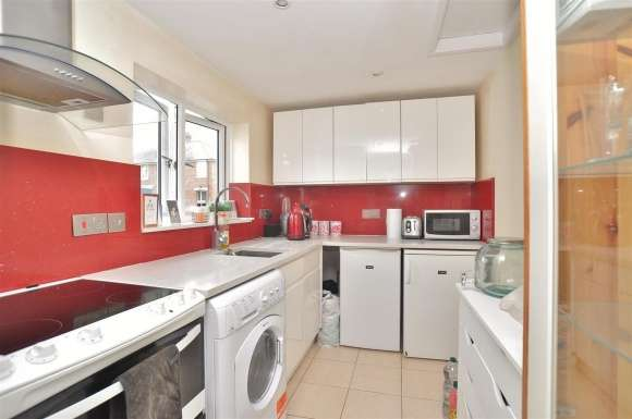2 Bedrooms Semi Detached House for sale in High Street, Arlesey