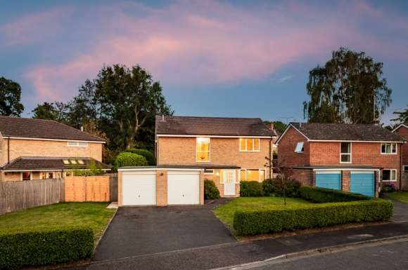 4 Bedrooms Detached House for sale in Greenacres, Newbury, RG20