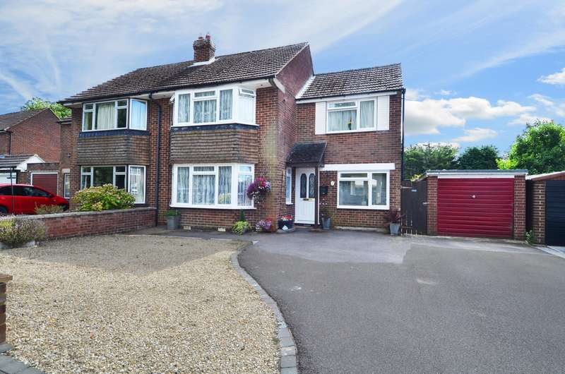 3 Bedrooms Semi Detached House for sale in Green Crescent, Flackwell Heath, HP10