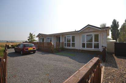4 Bedrooms Mobile Home for sale in St Lawrence, Essex