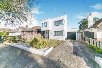 3 Bedrooms Detached House for sale in Frinton On Sea, Essex