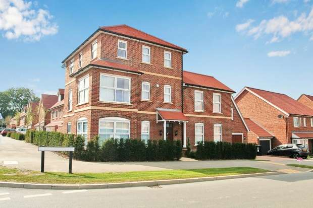 5 Bedrooms Detached House for sale in Murano Drive, Basingstoke, Hampshire, RG24 8PN