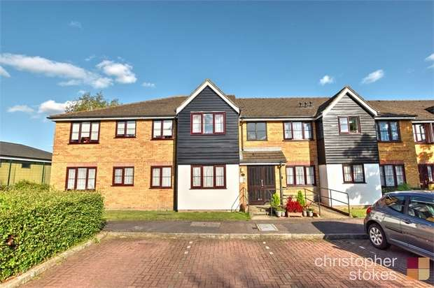 2 Bedrooms Flat for sale in Kelman Close, Cheshunt, Hertfordshire