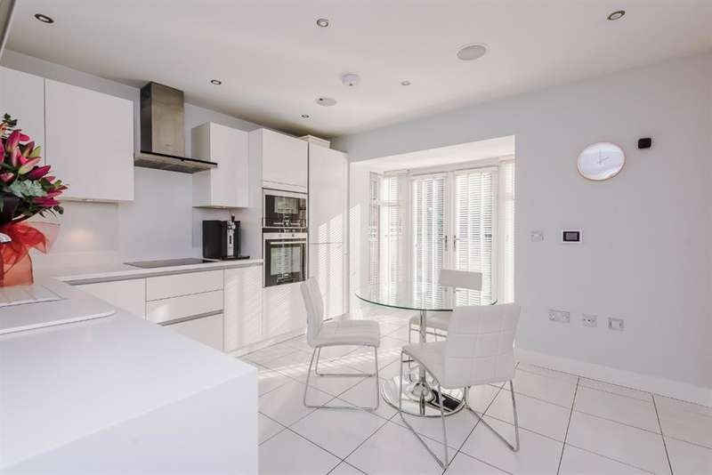 4 Bedrooms Semi Detached House for sale in The Moorings, Worsley, Manchester, M28 2QE