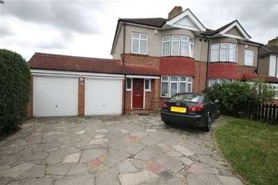 3 Bedrooms House for rent in Chapel Farm Road - Mottingham