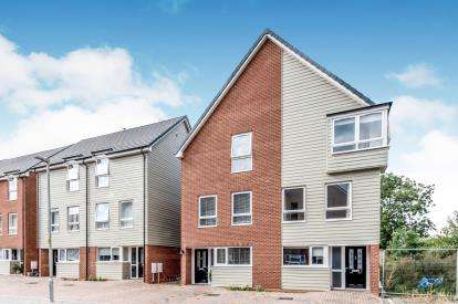 4 Bedrooms Semi Detached House for sale in Austin Canons Way, Kempston, Bedford