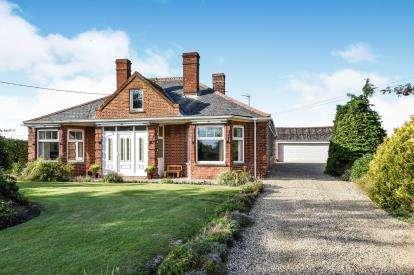3 Bedrooms Bungalow for sale in Gorefield, Wisbech, Cambridgeshire