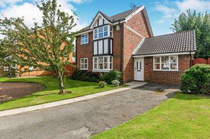 4 Bedrooms Detached House for sale in Timberscombe Gardens, Woolston, Warrington, Cheshire