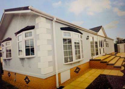2 Bedrooms Bungalow for sale in Kinderton Park, Cledford Lane, Middlewich