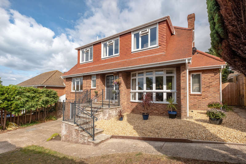 5 Bedrooms Detached House for sale in Totland, Isle of Wight
