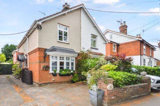 3 Bedrooms Semi Detached House for sale in Grove Cottages, Lower Road, Cookham