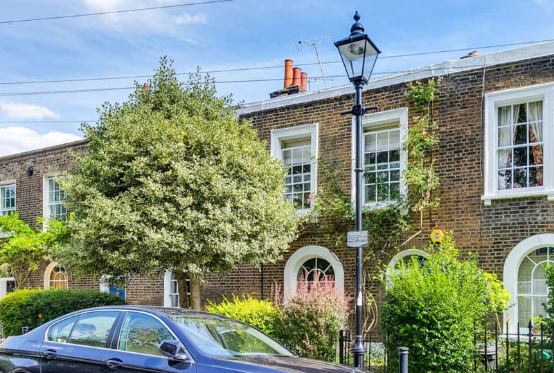 3 Bedrooms Terraced House for sale in Canonbury Grove, N1 2HR