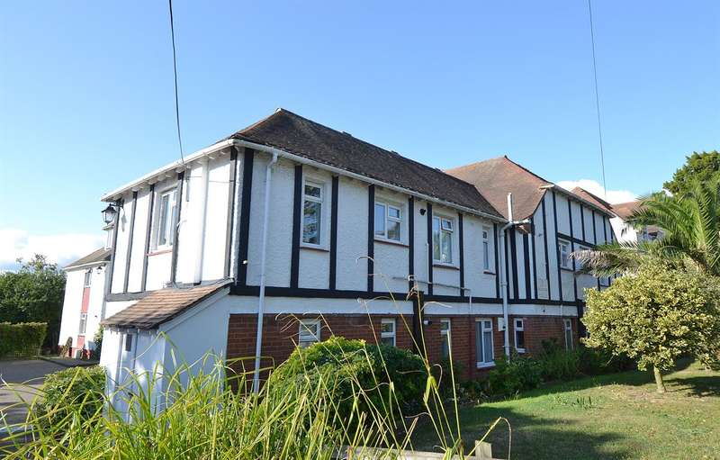 2 Bedrooms Flat for sale in Queens Road, Tankerton, Whitstable