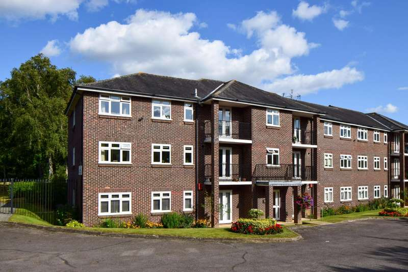 3 Bedrooms Flat for sale in Park Lawn, Farnham Royal, SL2