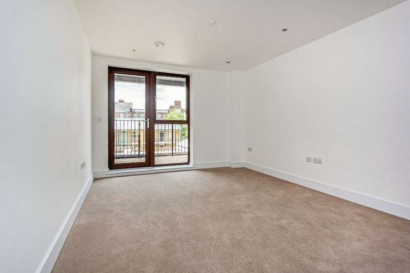 2 Bedrooms Flat for rent in Rye Lane, Peckham, London, SE15