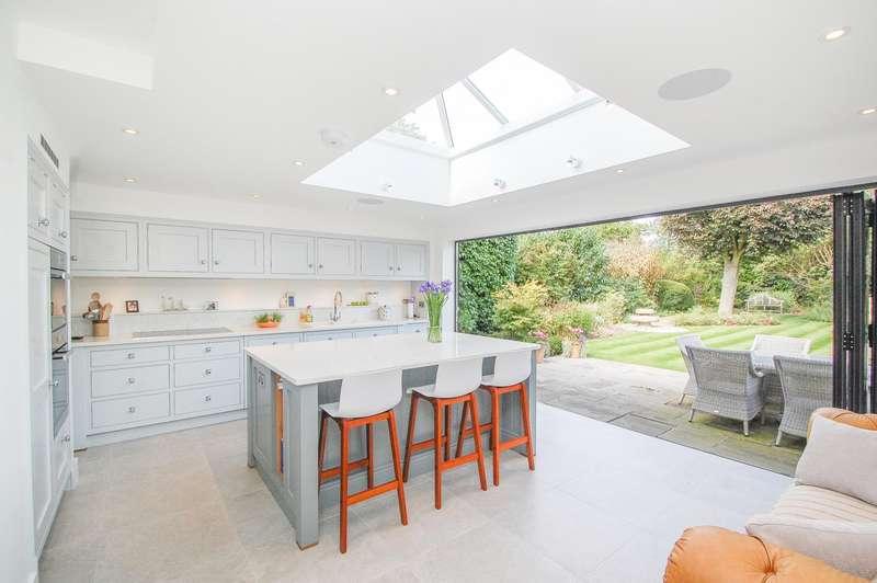 4 Bedrooms Semi Detached House for sale in Marsham Way, Gerrards Cross, SL9