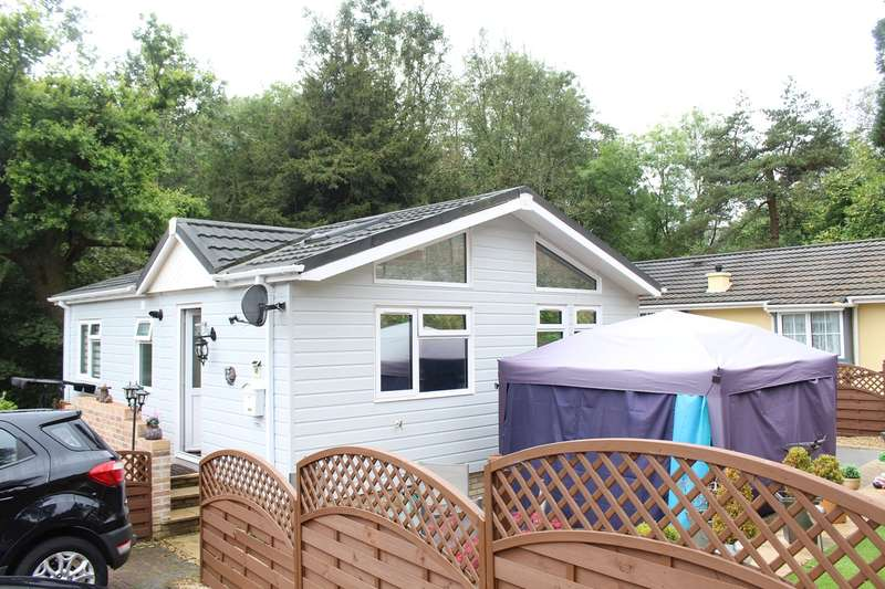 2 Bedrooms Park Home Mobile Home for sale in Woodlands Park, Crumlin Road , PONTYPOOL, NP4