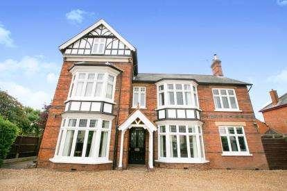 5 Bedrooms Detached House for sale in Bedford Road, Sandy, Bedfordshire