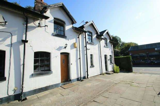 2 Bedrooms Terraced House for sale in Station Cottages, Manchester Road, West Timperley