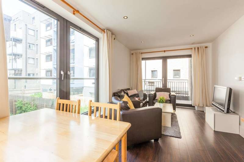 2 Bedrooms Flat for sale in Newton Court, Axio Way, Bow, E3