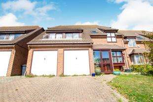 5 Bedrooms Detached House for sale in Court Farm Road, Newhaven, East Sussex