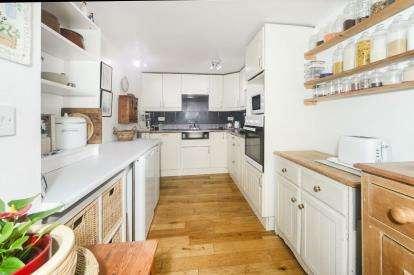 4 Bedrooms Semi Detached House for sale in Buckfastleigh, Devon
