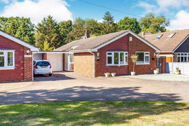 4 Bedrooms Bungalow for sale in Holyport, Maidenhead, Berkshire
