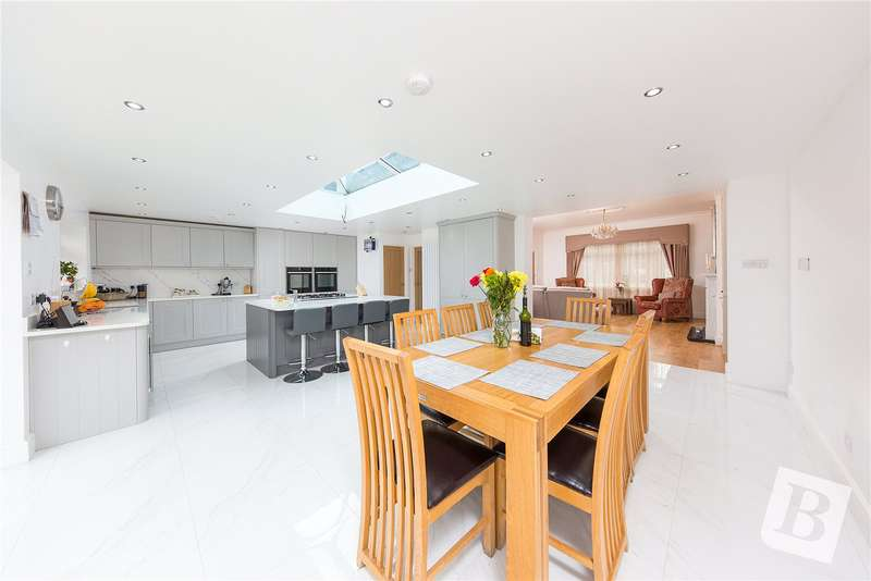 5 Bedrooms Detached Bungalow for sale in Great Nelmes Chase, Emerson Park, RM11