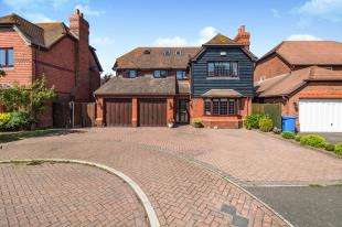 5 Bedrooms Detached House for sale in Woodruff Close, Upchurch, Rainham, Kent