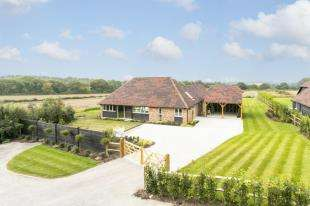 4 Bedrooms Bungalow for sale in Crockstead Green Farm, Halland, Lewes, East Sussex