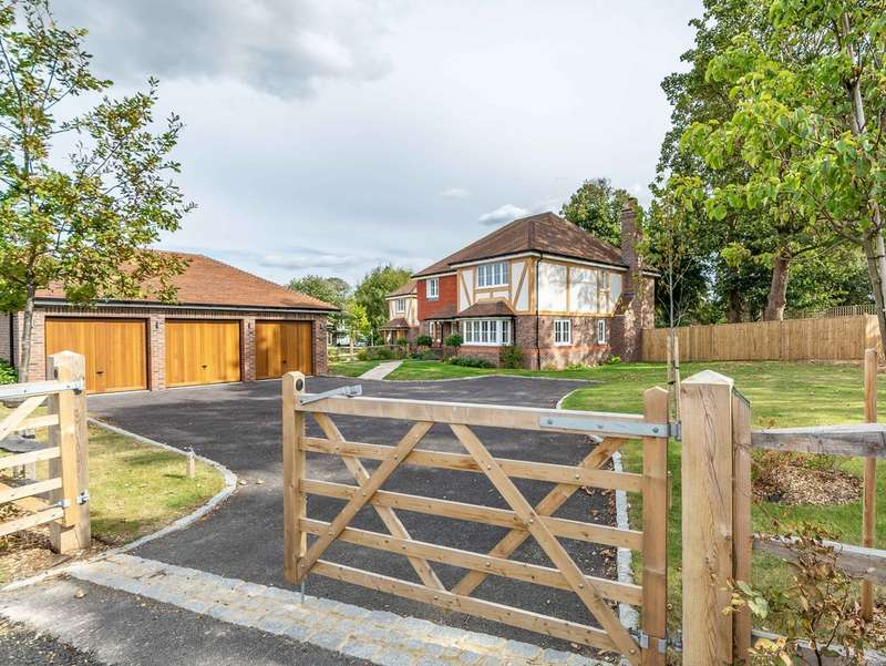 5 Bedrooms Detached House for sale in West Drive, Angmering