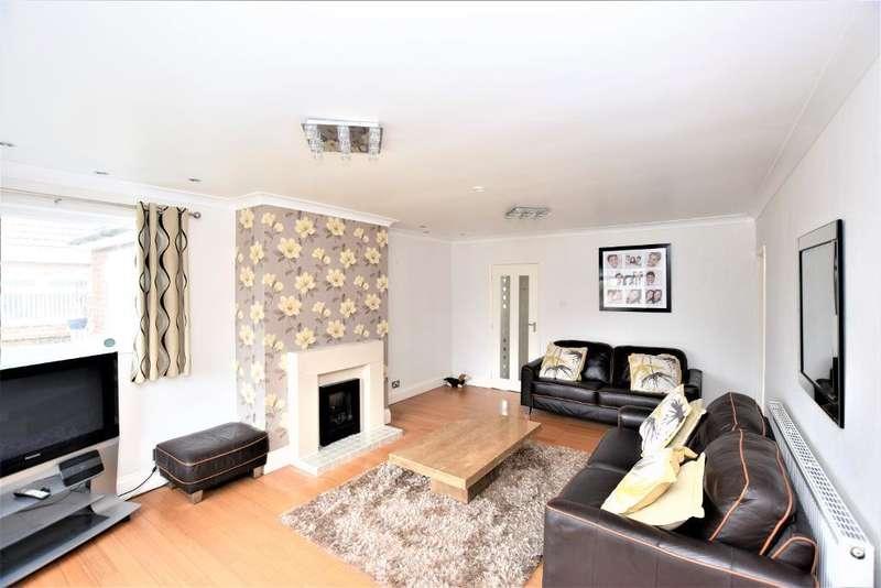 3 Bedrooms Detached Bungalow for rent in Lamaleach Drive, Freckleton, Preston, Lancashire, PR4 1AJ
