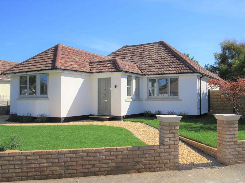 3 Bedrooms Bungalow for sale in Large Bungalow