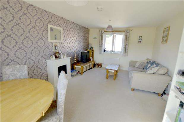 2 Bedrooms Flat for sale in Renard Rise, STONEHOUSE, GL10 2BS