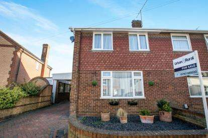 3 Bedrooms Semi Detached House for sale in St. Johns Street, Biggleswade, Bedfordshire