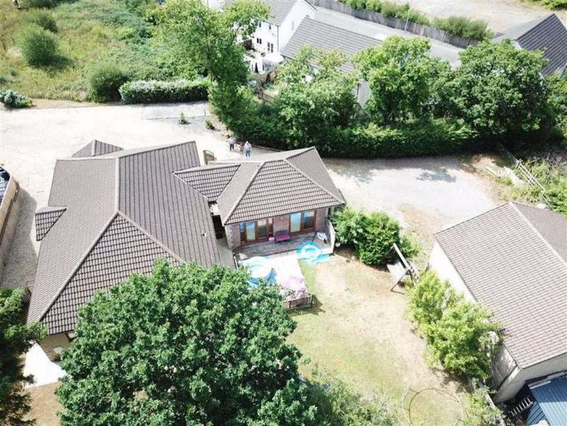 4 Bedrooms Detached Bungalow for sale in Ravelston Court, Tumble