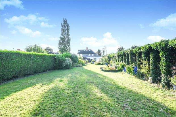 3 Bedrooms Semi Detached House for sale in Evesham Road, Cleeve Prior, Evesham