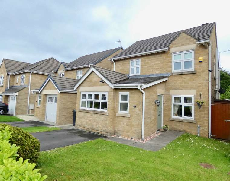 4 Bedrooms Detached House for sale in Three Brooks Way, Accrington, Lancashire, BB5