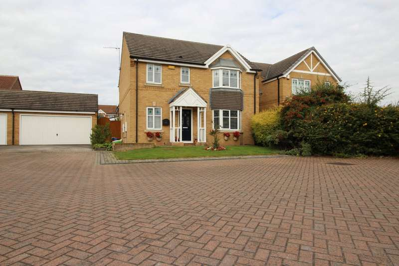4 Bedrooms Detached House for sale in Stratus Close, Ackworth, Pontefract, West Yorkshire, WF7