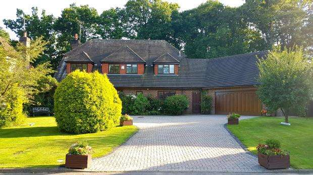 5 Bedrooms Detached House for sale in Ifold, Billingshurst, West Sussex